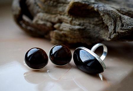 Магические свойства «черного кристалла»